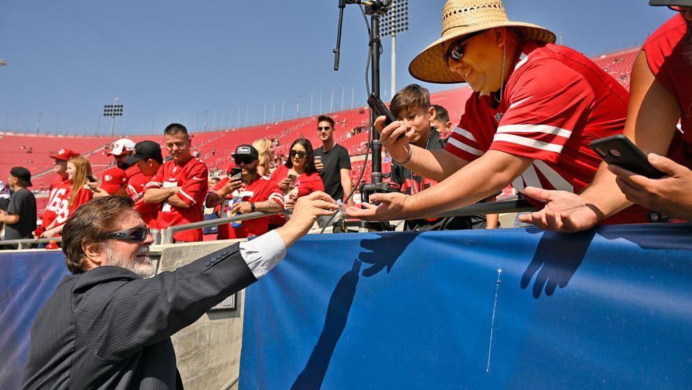 John York, Besitzer der 49ers undLeiter des ligaberatenden Komitees für Ges... - Bildquelle: Getty