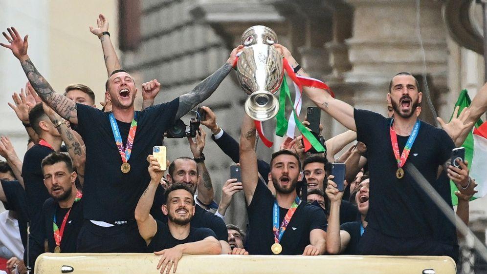 Italien für Mehrzahl der Fans ein verdienter EM-Sieger - Bildquelle: AFPSIDVincenzo PINTO