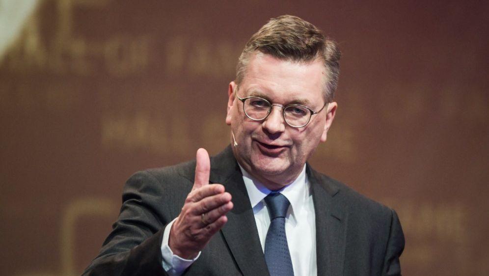 Reinhard Grindel äußert sich zu den Unruhen beim DFB - Bildquelle: AFPSIDINA FASSBENDER