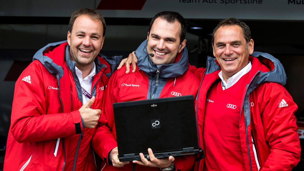 Thomas Biermaier, Technikchef Florian Modlinger und Hans-Jürgen Abt (v.l.n.r... - Bildquelle: Audi Communications Motorsport ### Free of charge for press purpose only. If you need pictures for other purposes please contact