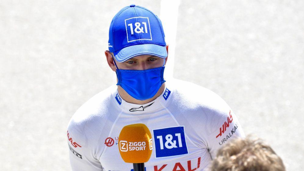 Mick Schumacher findet nicht, dass er von den deutschen Medien zu sanft ange... - Bildquelle: Motorsport Images