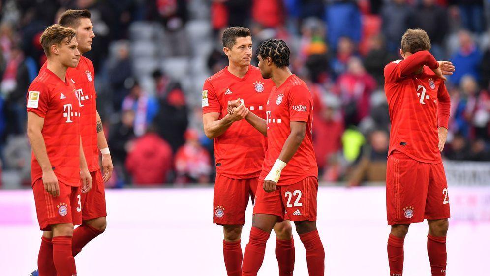 Hängende Köpfe und enttäuschte Gesichter beim FC Bayern nach der Pleite gege... - Bildquelle: 2019 Getty images