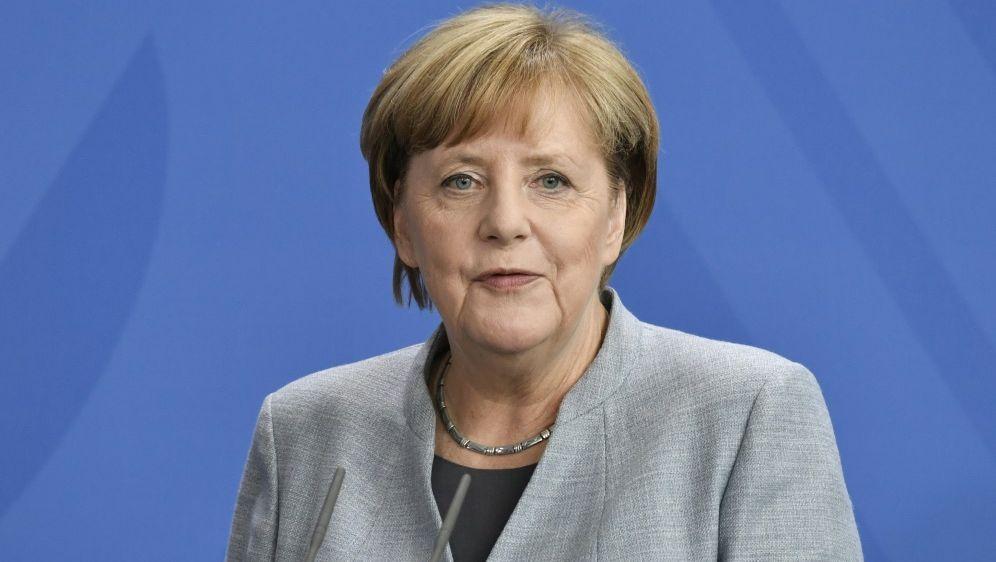 Angela Merkel: Sorge um die Zukunft des Fußballs - Bildquelle: AFPSIDJOHN MACDOUGALL