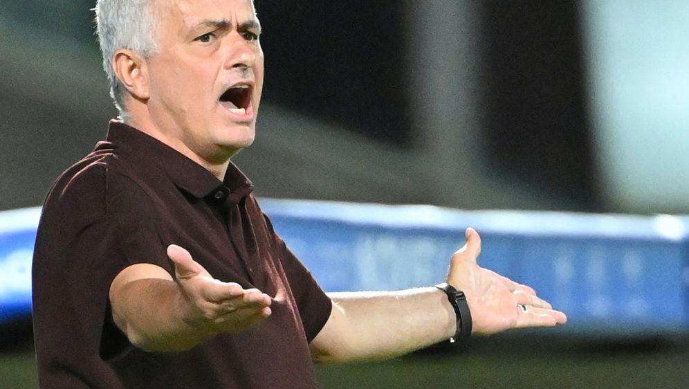 Jose Mourinho muss mit dem Sparkurs von AS Rom arbeiten - Bildquelle: AFPSIDALBERTO PIZZOLI