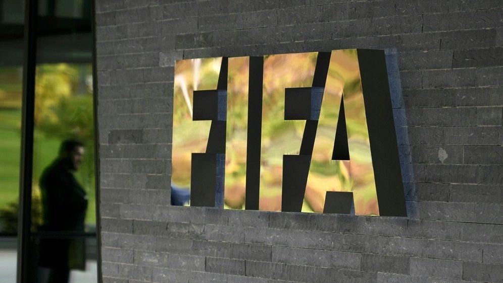 Die FIFA arbeitet an einem Corona-Hilfsplan für Verbände - Bildquelle: AFPSIDFABRICE COFFRINI