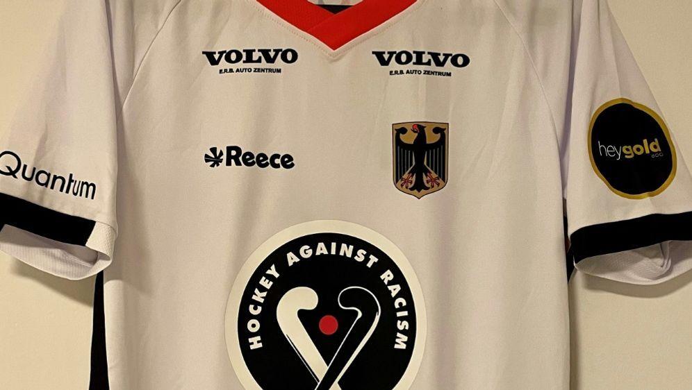 """""""Hockey gegen Rassismus"""" steht auf den Trikots - Bildquelle: DIE HOCKEY AGENTUR DHA/DIE HOCKEY AGENTUR DHA/DIE HOCKEY AGENTUR DHA/"""