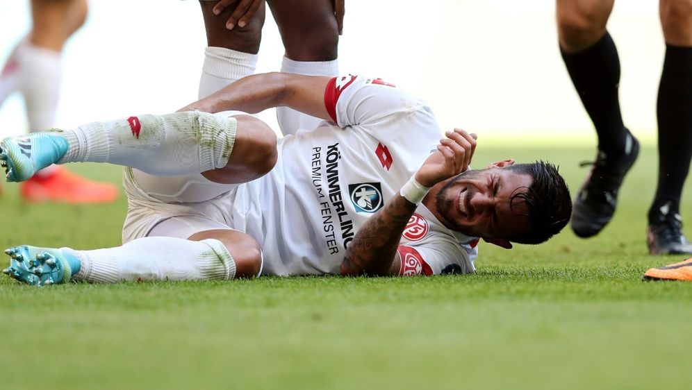 Danny Latza droht gegen Wolfsburg auszufallen - Bildquelle: FIROFIROSID