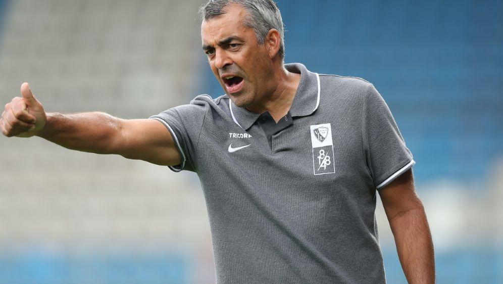 Robin Dutts Verbleib als Bochum-Trainer ist fraglich - Bildquelle: FIROFIROSID