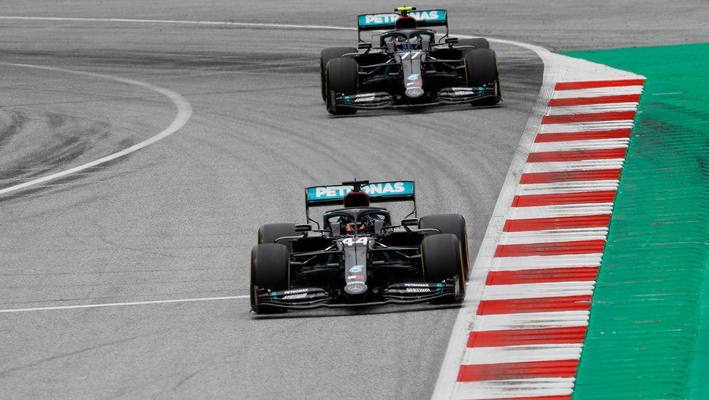 Mercedes dominiert das Formel-1-Comeback nach langer Pause. - Bildquelle: Imago