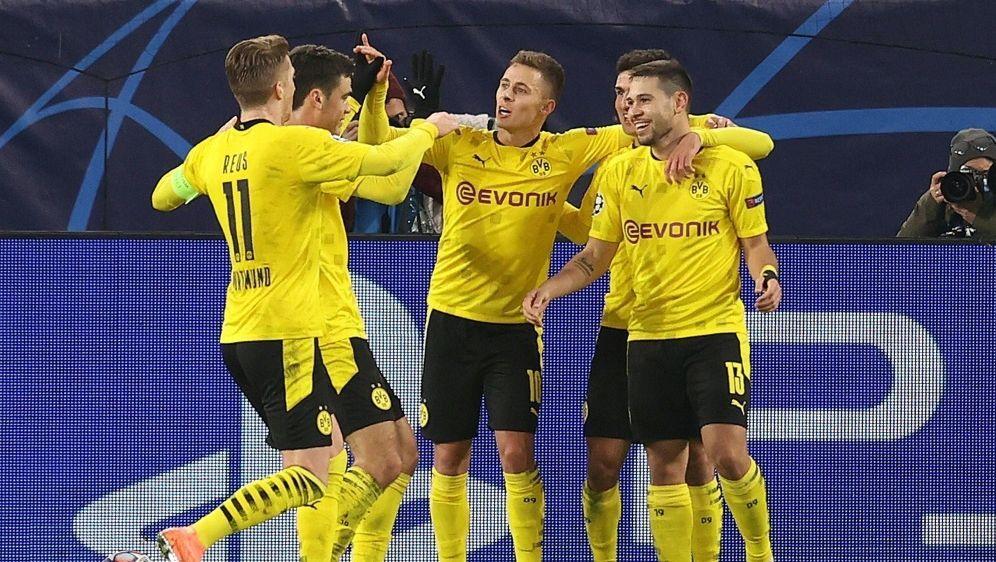 Guerreiro (r.) trifft - Dortmund steht im Achtelfinale - Bildquelle: FIROFIROSID