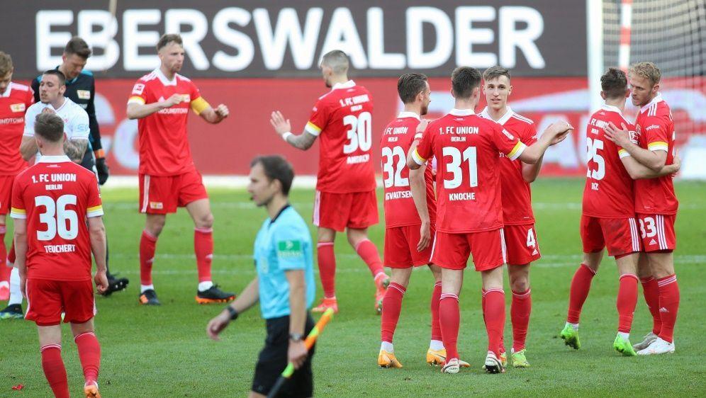 Nach dem Sieg gegen Stuttgart feierten die Unioner Fans - Bildquelle: AFPPOOLSIDANDREAS GORA