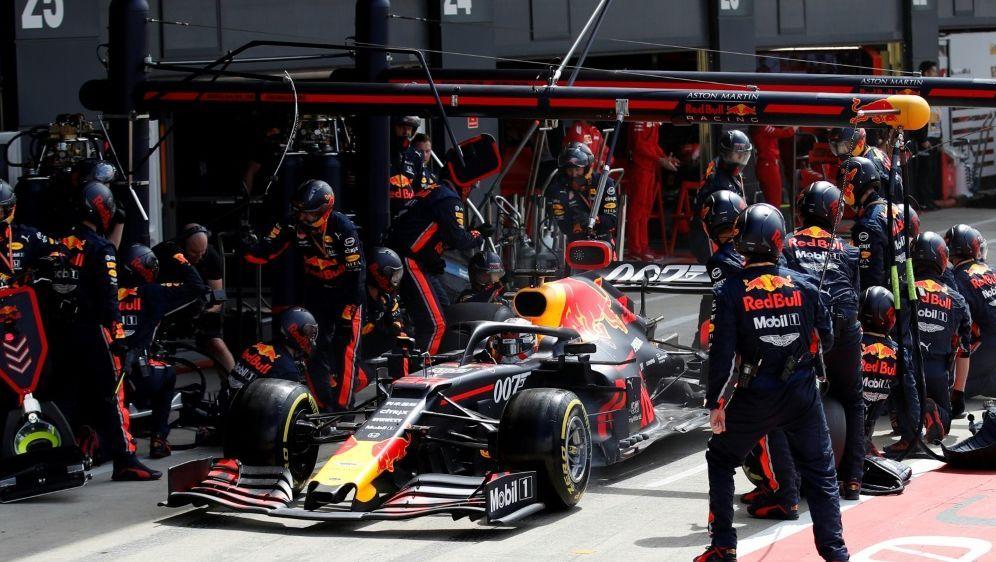 Red Bull benötigt nur 1,88 Sekunden für Reifenwechsel - Bildquelle: AFPSIDMATTHEW CHILDS