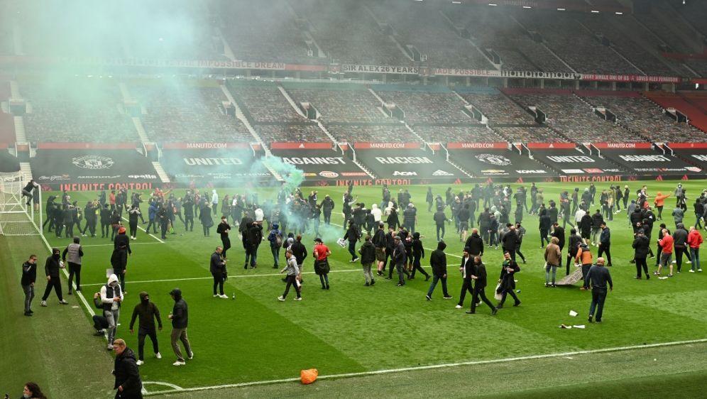 Fans drangen in das Stadion Old Trafford ein - Bildquelle: AFPSIDOli SCARFF