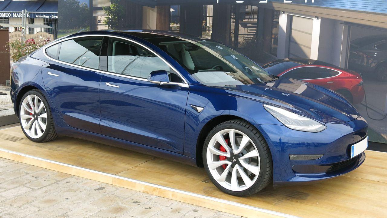 Tesla Model 3 (AWD Long Range und Standard Range Plus) - Bildquelle: imago images/Sebastian Geisler