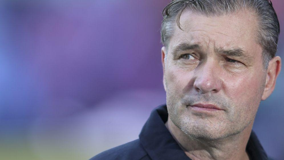BVB-Sportdirektor Michael Zorc verteidigt die Mannschaft - Bildquelle: AFPSIDRONNY HARTMANN