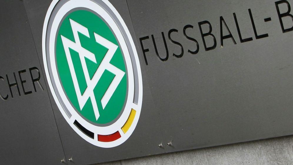 DFB setzt sich gegen Gewalt im Amateurfußball ein - Bildquelle: AFPSIDDANIEL ROLAND