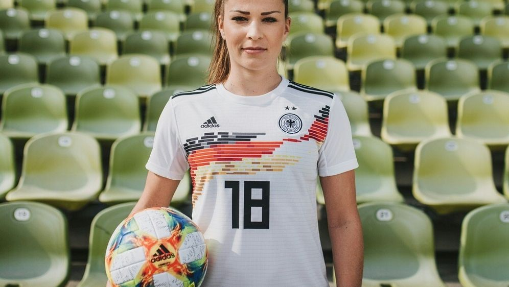 Erinnerung an 1989: WM Heimtrikot der DFB Frauen vorgestellt