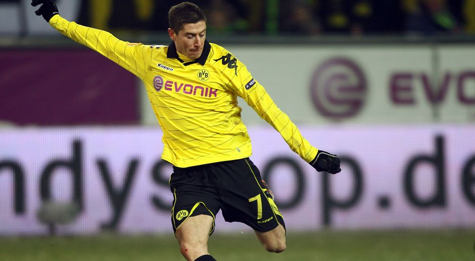 2010 - Robert Lewandowski zu Borussia Dortmund (4,75 Mio.) - Bildquelle: 2010 Getty Images