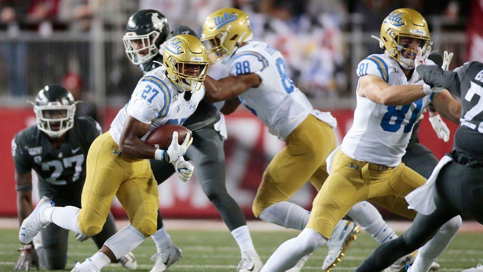 Spektakel pur im College-Football: Die UCLA Bruins (helle Trikots) gewinnen ... - Bildquelle: Getty Images