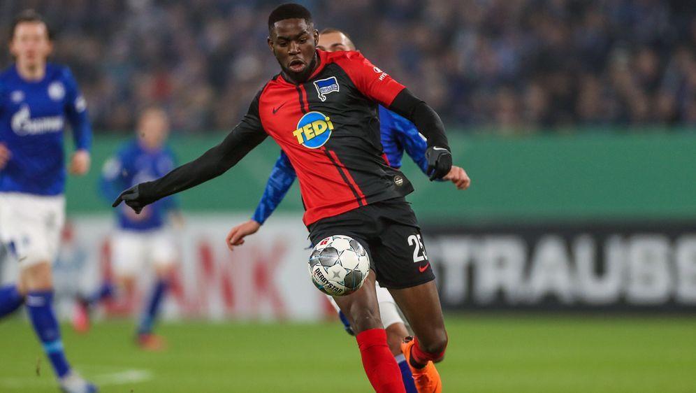 Torunarigha wurde auf Schalke rassistisch angefeindet - Bildquelle: Imago