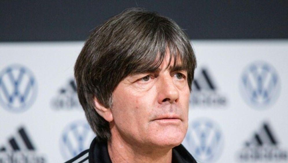 Bundestrainer Joachim Löw besucht Enke-Grab - Bildquelle: AFPSIDRAUL MEE