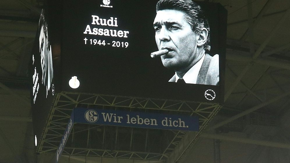 Schalke plant einen Rudi-Assauer-Platz an der Arena - Bildquelle: FIROFIROSID
