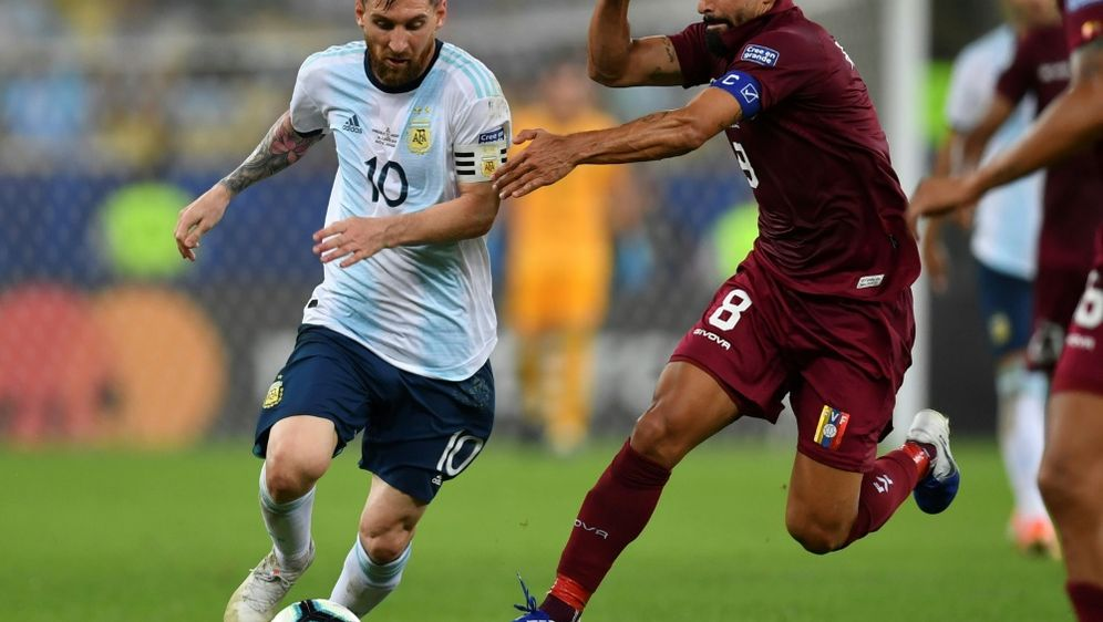 Lionel Messi erreicht mit Argentinien das Halbfinale - Bildquelle: AFPSIDPedro UGARTE