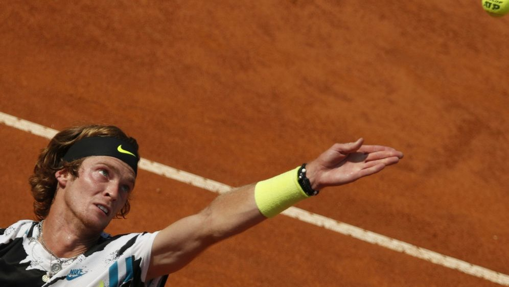 Andrej Rublew steht im Finale am Hamburger Rothenbaum - Bildquelle: AFPSIDCLIVE BRUNSKILL
