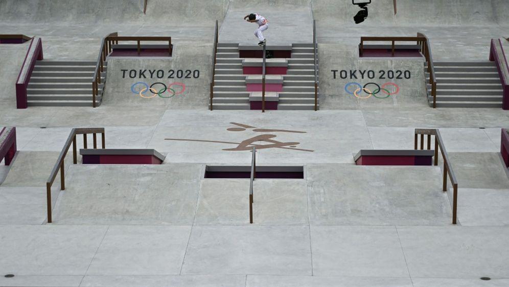 Am Mittwoch starten die deutschen Skater bei Olympia - Bildquelle: AFPSIDJEFF PACHOUD