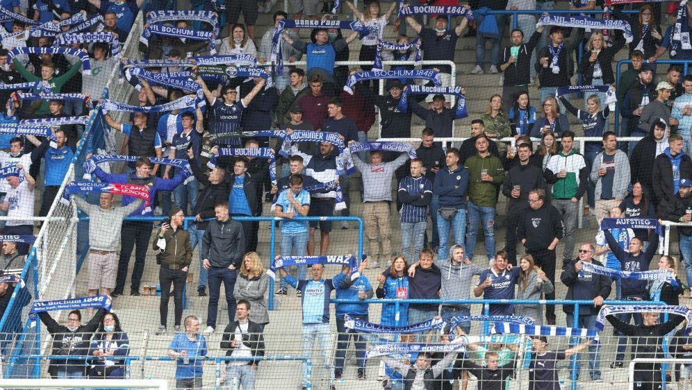 Fußball: Fans wünschen sich mehr Zuschauer in Stadien - Bildquelle: FIROFIROSID