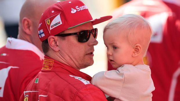 Kimi Räikkönen wird Karaoke-Gastgeber - Bildquelle: imago/Crash Media Group