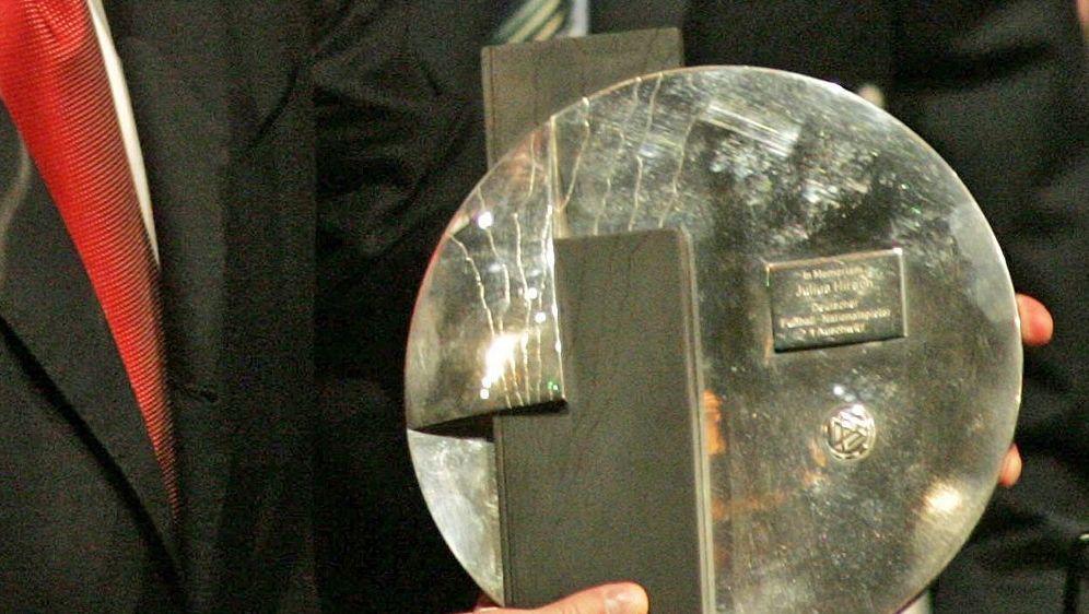 Sportclub Hövelriege erhält Julius-Hirsch-Preis - Bildquelle: AFPAFPJOHN MACDOUGALL