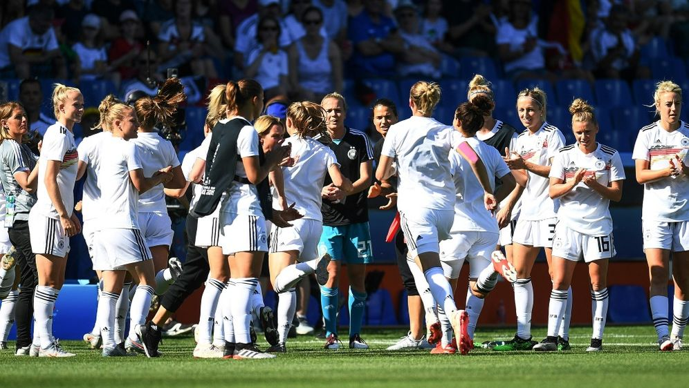 DFB-Frauen bei EM-Qualifikation gegen Montenegro - Bildquelle: FIROFIROSID