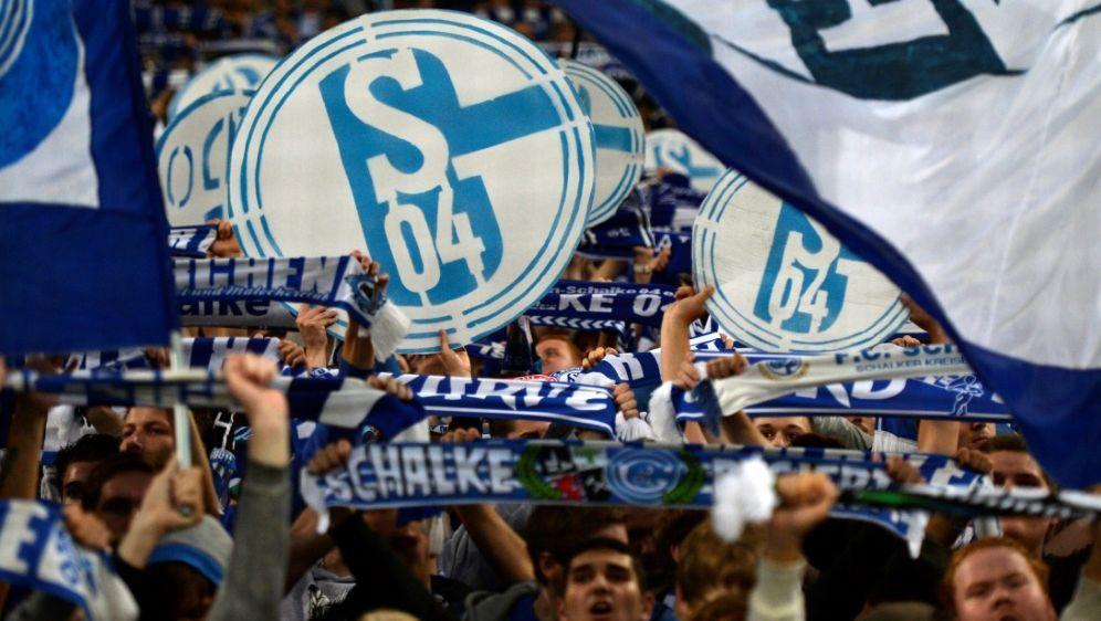 Schalker Vorstand verurteilt geschmackloses Plakat - Bildquelle: PIXATHLONPIXATHLONSID