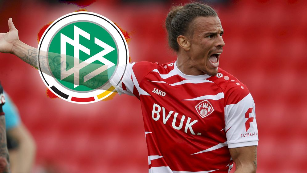 Die Würzburger Kickers ärgern sich über eine Schiedsrichter-Entscheidung. De... - Bildquelle: Imago Images