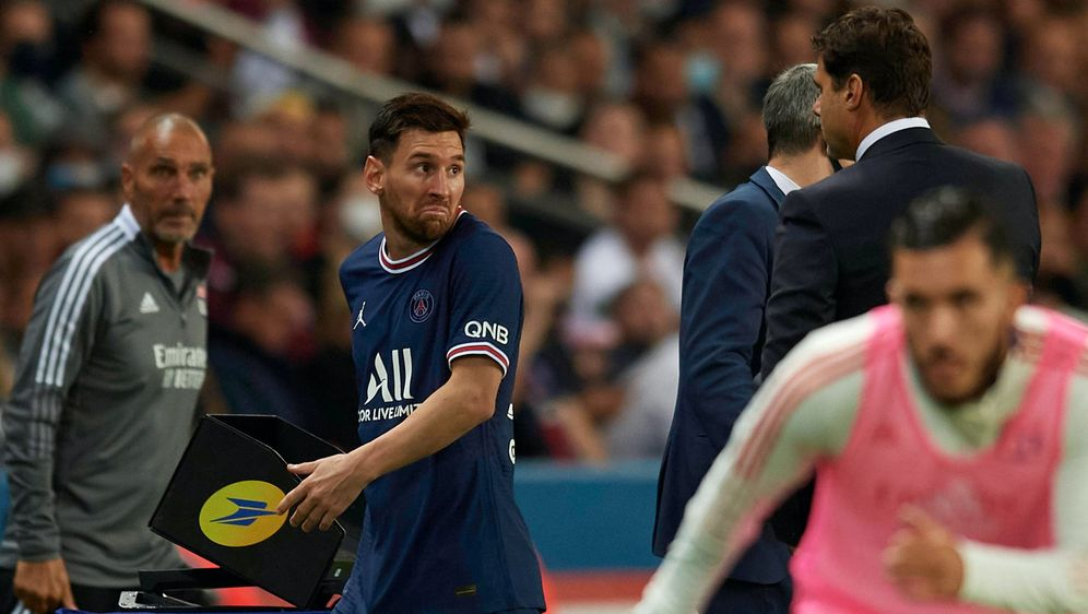 Lionel Messi mit Trainer Mauricio Pochettino. - Bildquelle: imago