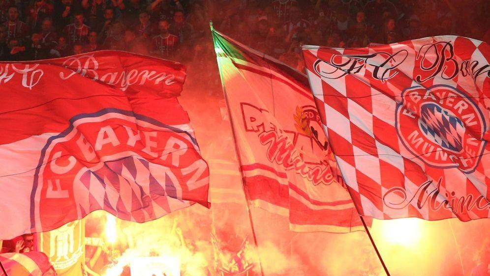Bayern-Fans brannten in Nürnberg Pyrotechnik ab - Bildquelle: PIXATHLONPIXATHLONSID