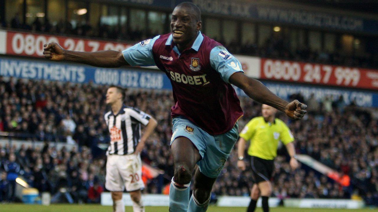 Bei Transfer zu West Ham: Demba Ba im Kofferraum zum Trainingsgelände - Bildquelle: imago images/Shutterstock