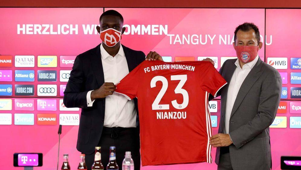 Tanguy Kouassi (l.) wechselte ablösefrei zum FC Bayern. - Bildquelle: imago