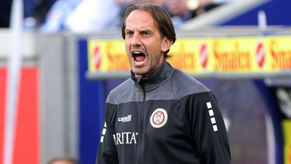 Pleite für Wiesbaden mit Trainer Rüdiger Rehm - Bildquelle: FIROFIROSID