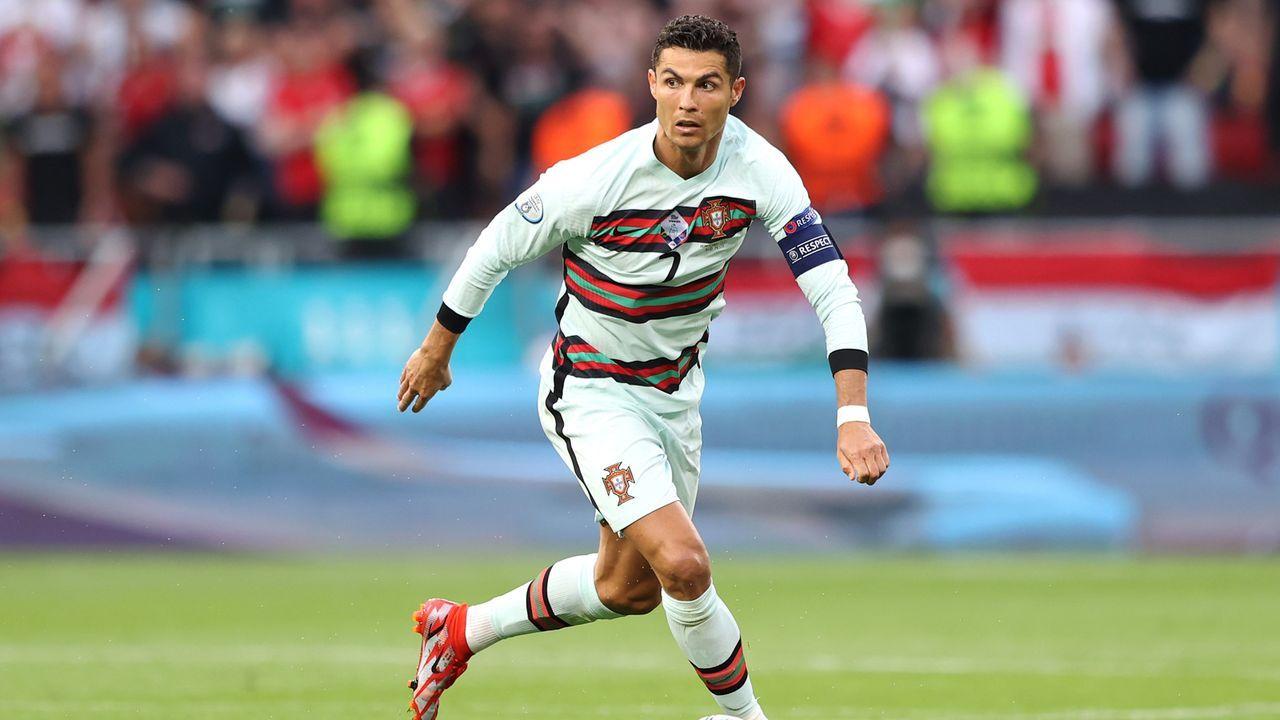 Ronaldo kommt schwer rein - Bildquelle: getty